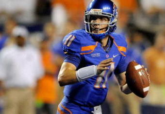 BOISE, ID - SEPTEMBER 3: Quarterback Kellen Moore #6 of the Boise State Broncos looks to throw a pass in the third quarter of the game against the Oregon Ducks at Bronco Stadium on September 3, 2009 in Boise, Idaho. Boise State won the game 19-8. (Photo by Steve Dykes/Getty Images)
