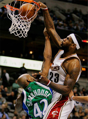 Lebronjamesdunk_display_image