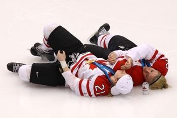 Canadawomenhockeyplayersdrinkbeersmokecigar2e1267199878839_display_image